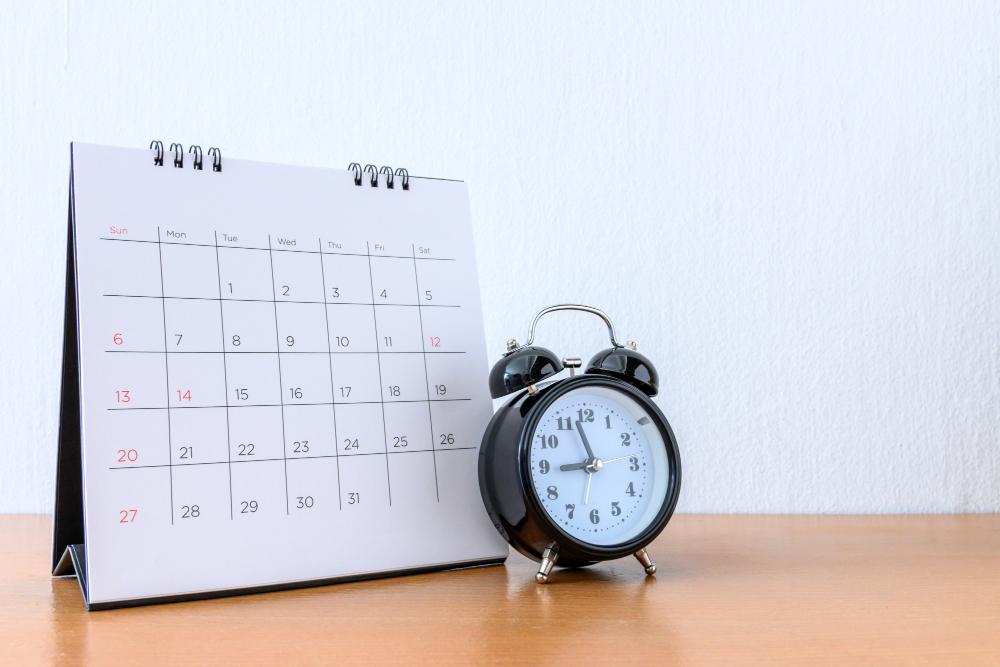 calendar-with-days-clock-wood-table-1